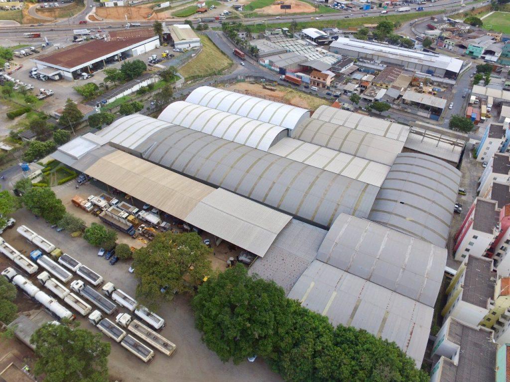 A fábrica da Deflor Bioengenharia, situada em Contagem, MG, ocupa uma área de 27.000 m² e é símbolo do seu pioneirismo na América Latina.